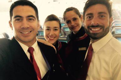 Bruno Ortiz se ocupa personalmente de los pasajeros con miedo a volar