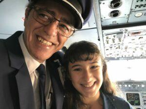 Victoria junto al comandante
