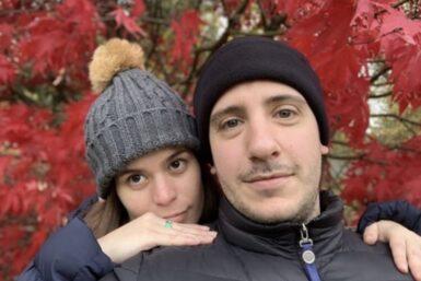 Junto a su esposo