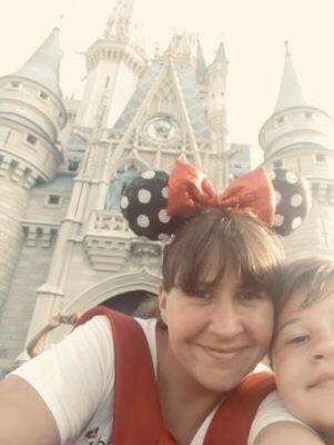En Disney con su hijo