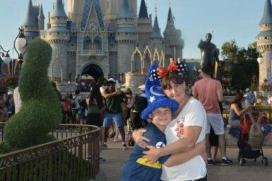 Junto a su hijo en Disney